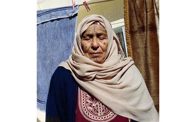 Woman with facial tattoo, photo by Yumna Al-Arashi
