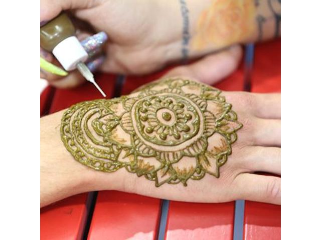 Applying henna to hand
